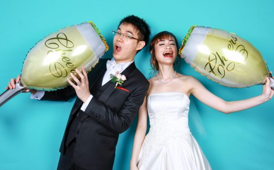3 WAYS A PHOTO BOOTH CAN LIVEN UP A WEDDING