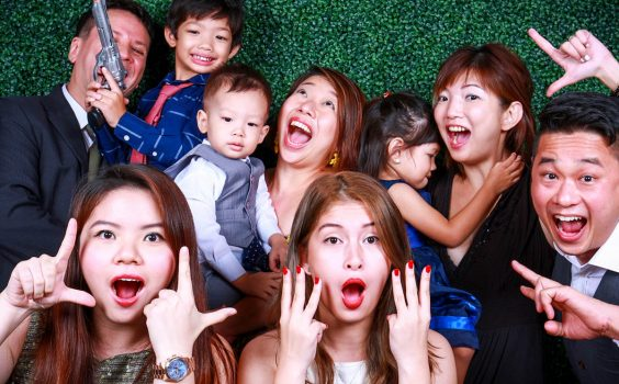 3 GREAT FEATURES THAT COME WITH INSTANT PHOTO BOOTHS
