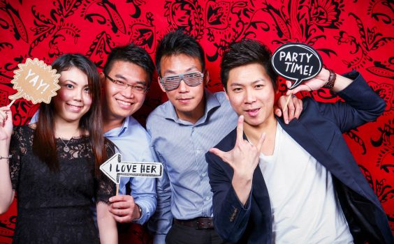 5 GREAT BENEFITS OF AN INSTANT PHOTO BOOTH