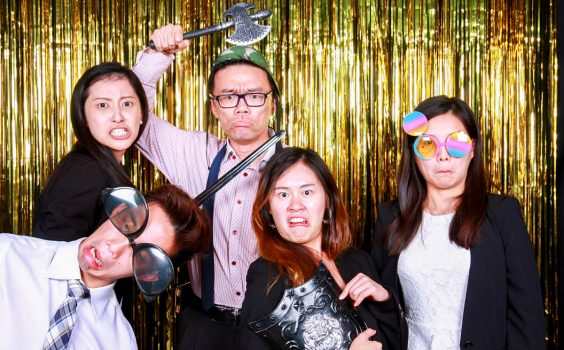 5 DIFFERENT TYPES OF GUESTS AT EVERY PHOTO BOOTH
