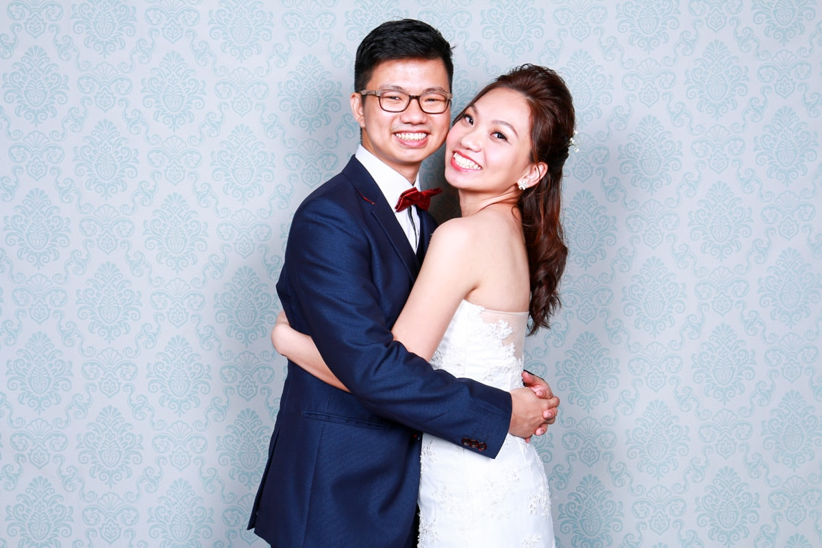 5 TIPS TO FOLLOW WHEN CHOOSING YOUR WEDDING PHOTO BOOTH PROVIDER