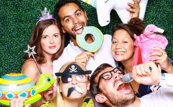 5 TYPES OF PROPS YOU CAN FIND AT EVERY GREAT PHOTO BOOTH