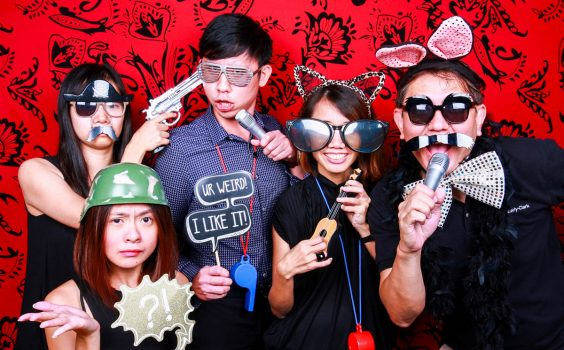FUN THINGS YOU CAN DO AT AN INSTANT PHOTO BOOTH