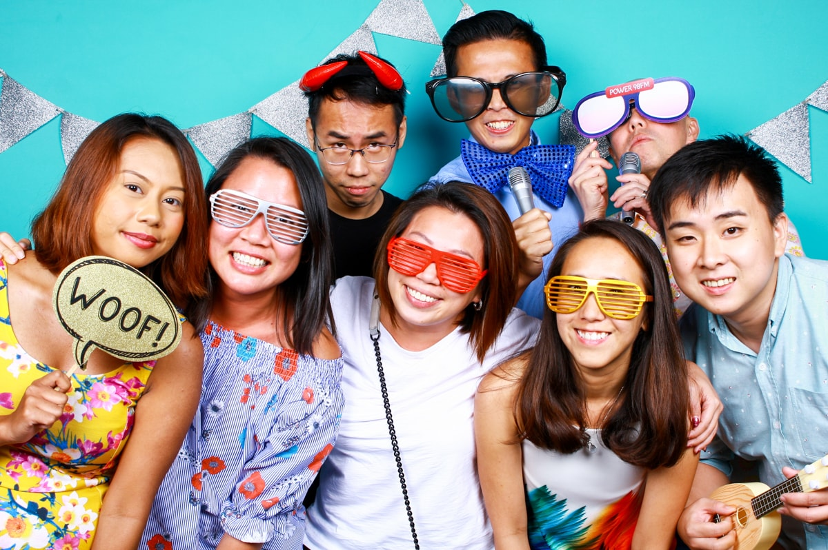 INSTA-WORTHY STYLE TIPS FOR YOUR NEXT PHOTO BOOTH EXPERIENCE