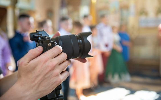 TOP 3 REASONS TO HAVE A ROVING PHOTOGRAPHER AT YOUR EVENT