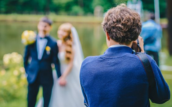 HOW ROVING PHOTOGRAPHY SERVICES CAN COMPLEMENT YOUR WEDDING