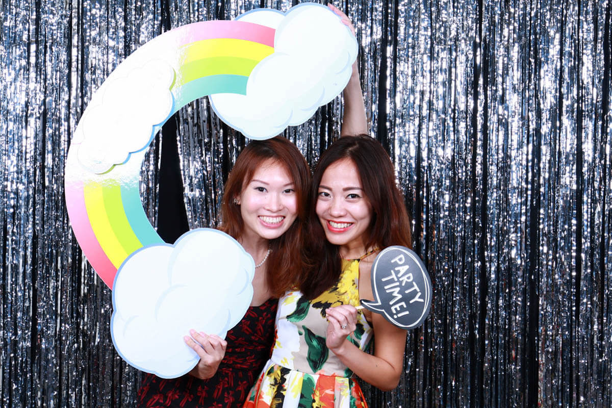 ENGAGING YOUR GUESTS WITH AN INSTANT PHOTO BOOTH!