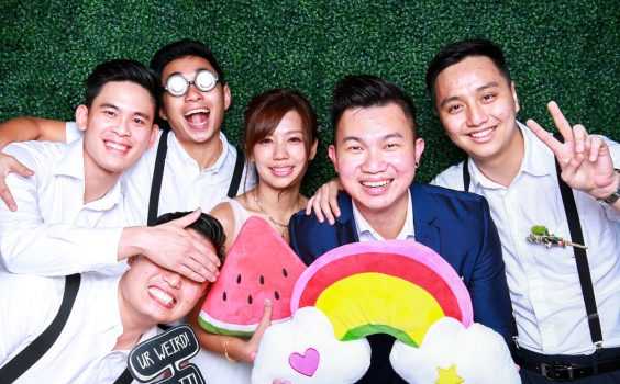 HOW TO INCORPORATE A PHOTO BOOTH INTO A WEDDING CELEBRATION