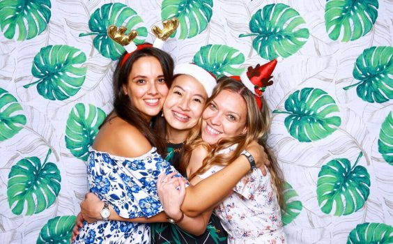 3 REASONS WHY YOUR WEDDING NEEDS TO HAVE A PHOTO BOOTH