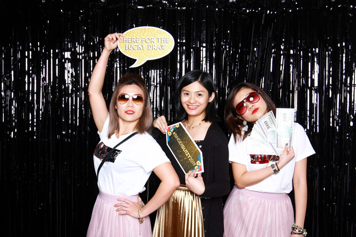 3 WAYS WEDDING PHOTO BOOTHS CAN DELIGHT YOUR GUESTS