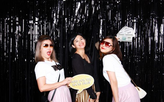 3 WAYS THAT PHOTO BOOTHS BRING OUT THE BEST IN GUESTS