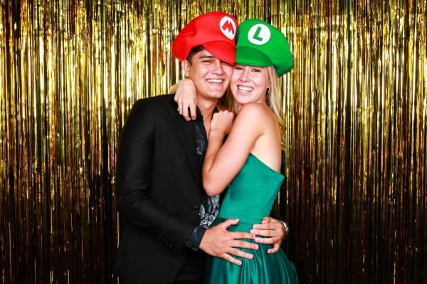 affordable-photo-booth-mario-props