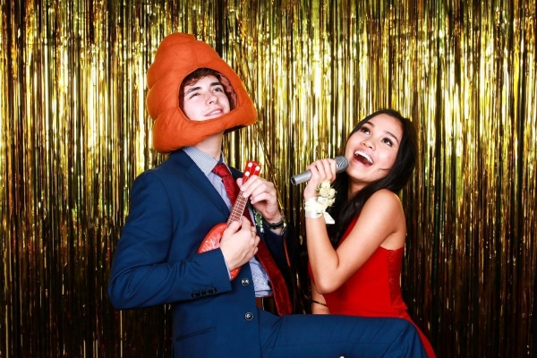 cheap-photo-booth-gold-backdrop